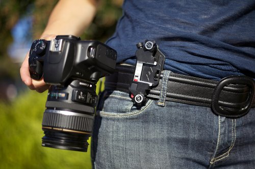 Un clip para enganchar la cámara réflex