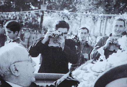 Encuentran una foto de Agustí Centelles en la que aparece Robert Capa frente a Azaña