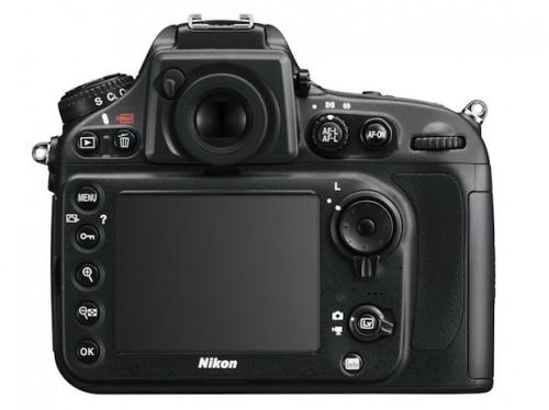 La compañía Nikon da la cara por la pantalla verdosa