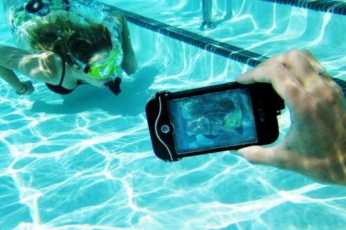 Traje de buceo para poder hacer fotografías bajo el agua con el iPhone