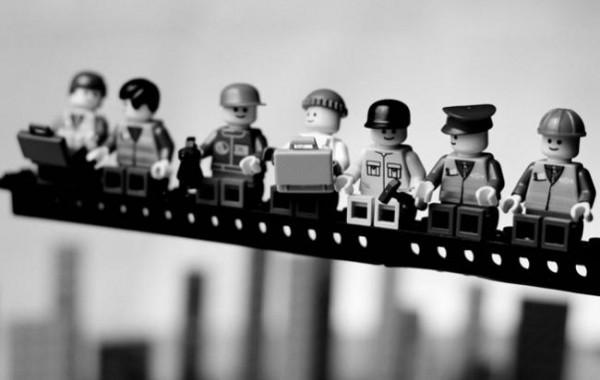 Mike Stimpson recrear fotografías míticas con figuras de Lego