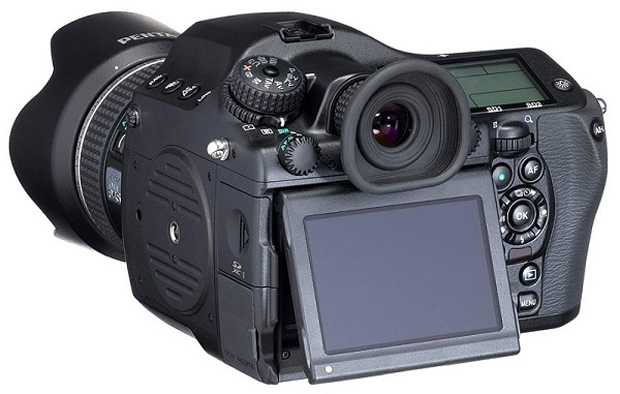 Pentax-645z-Medium-Format-Camera-to-Shoot-4K-video-Comes-Out-April-14-436969-3