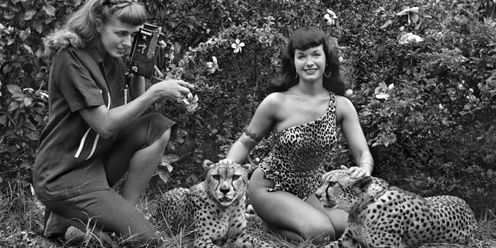 Fallece Bunny Yeager, la madre de la fotografía erótica norteamericana