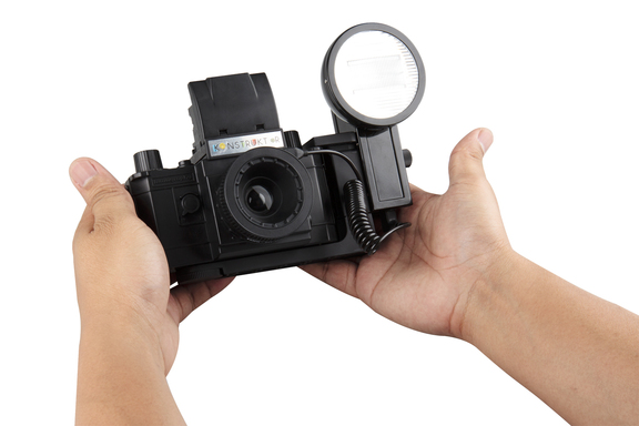 Lomography lanza la Konstruktor F, su cámara por piezas ahora con flash