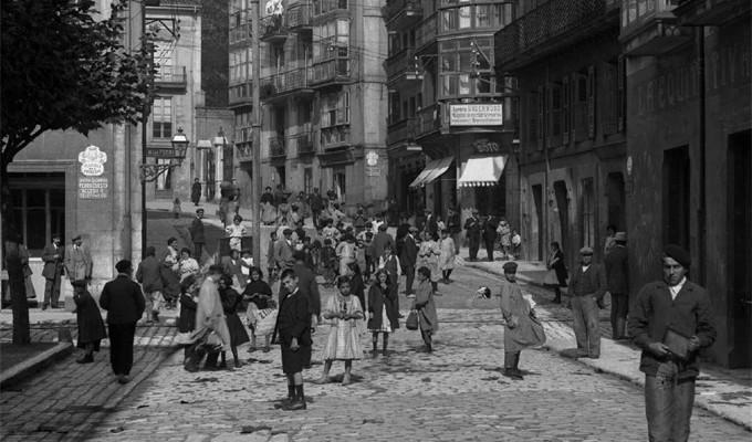 Ángel de la Hoz dona 18.000 fotos al Centro de la Documentación de la Imagen de Santander