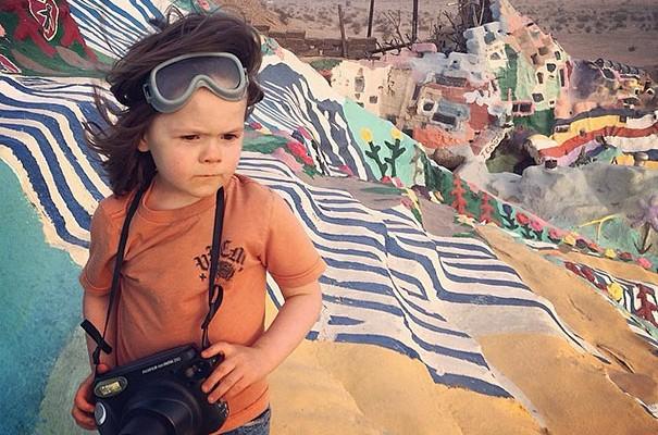 Hawkeye Huey, el fotógrafo de 4 años que levanta pasiones en la red